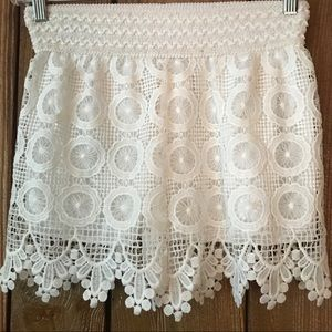 Eyelet Lace White Mini Shorts - NWT Beluah Small
